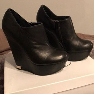 Steve Madden Hearo black leather wedge booties